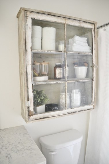ντουλαπάκι μπάνιου για διακόσμηση με βίντατζ παράθυρα