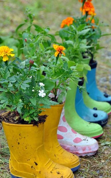 χρωματιστές μπότες λουλούδια