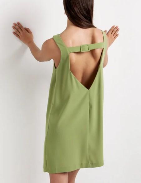 φαρδύ φόρεμα με αγκράφα