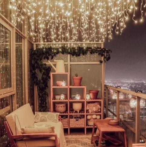 φωτάκια κρεμαστά από ταβάνι μπαλκονιού