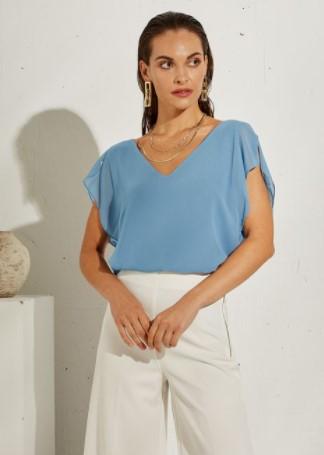 γαλάζια αμάνικη μπλούζα