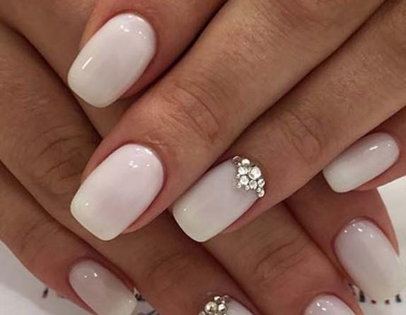 λευκά νυφικά νύχια