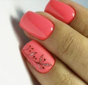 κοραλί νύχια με ζωγραφιά