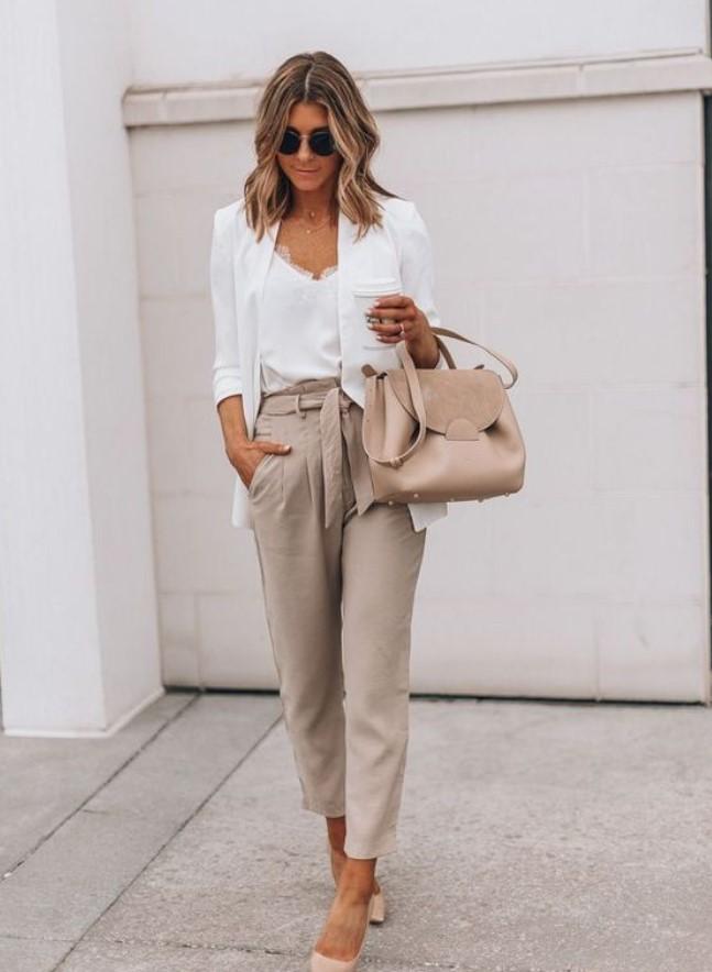 ντύσιμο με μπεζ παντελόνι γραφείου