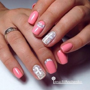 ροζ νύχια σχέδια