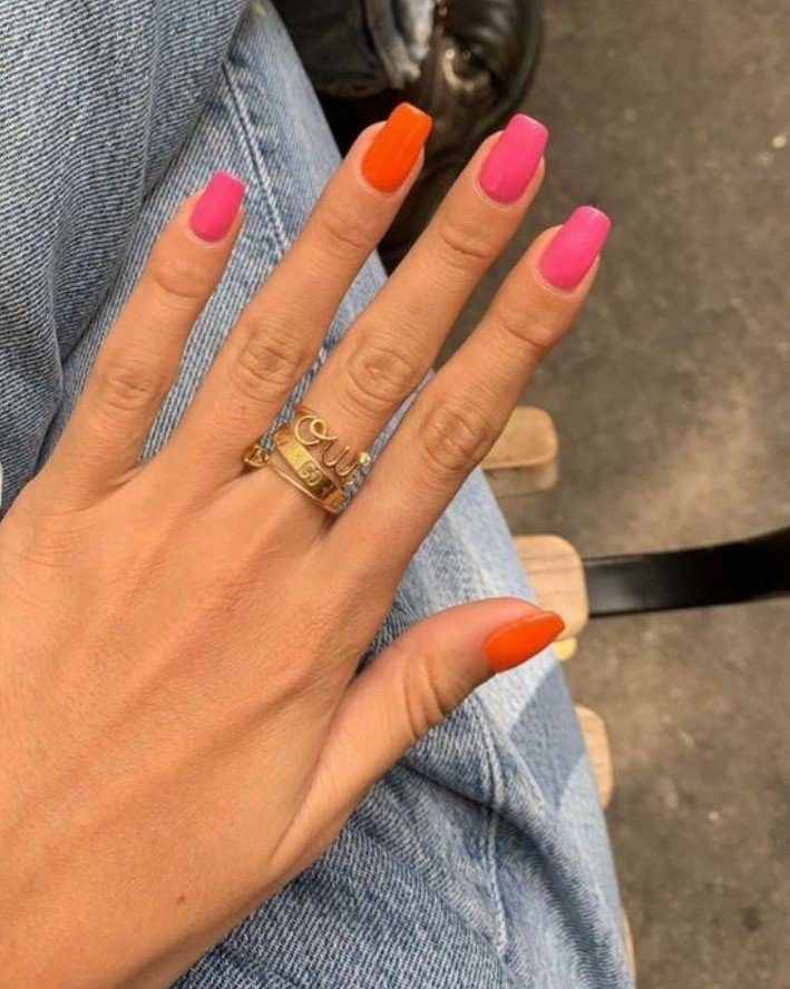 χρωματιστά νύχια