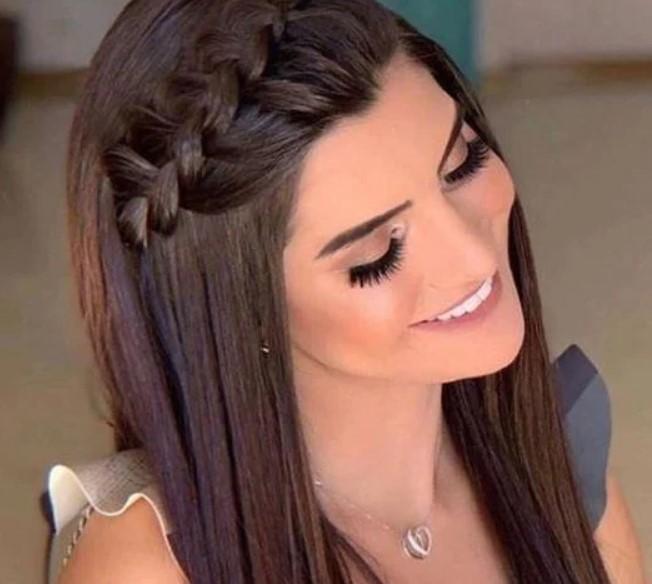 ίσια μαλλιά με πλεξούδα πάνω και στο πλάι