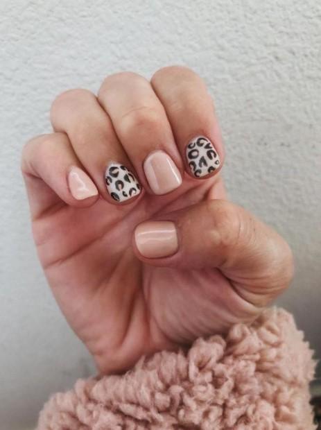animal print nude νύχια