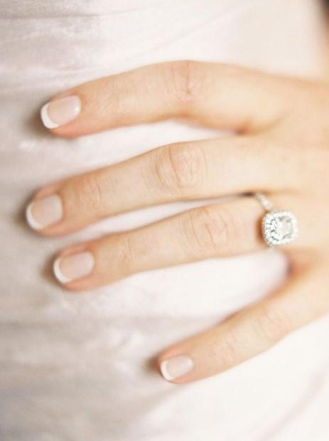 γαλλικό μανικιούρ δαχτυλίδι