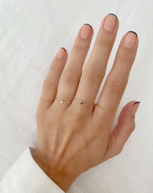 γαλλικό μανικιούρ μαύρες άκρες