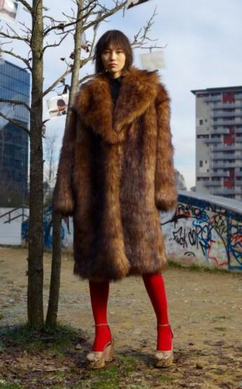 καφέ γούνα κόκκινο καλσόν