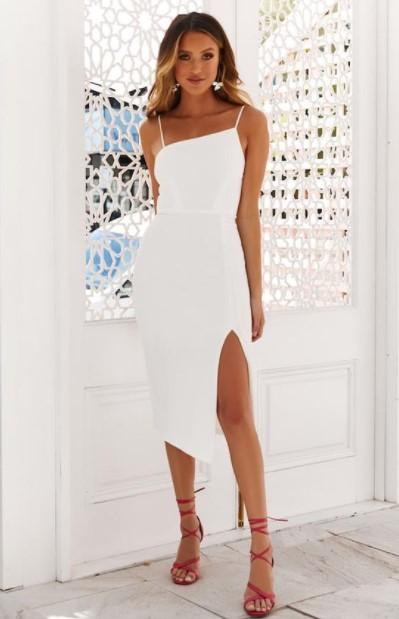 κολλητό άσπρο φόρεμα φουξ πέδιλα