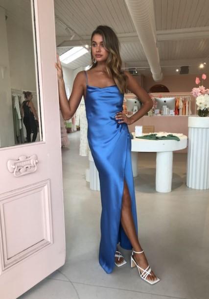 μάξι γαλάζιο φόρεμα