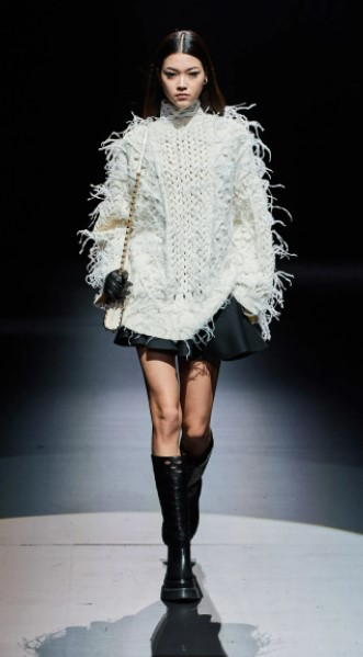 μίνι φούστα άσπρο πουλόβερ ρούχα χειμώνα 2022