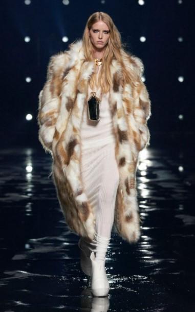 μπεζ γούνα ρούχα χειμώνα 2022