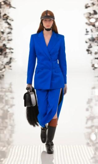 μπλε ηλεκτρίκ κοστούμι