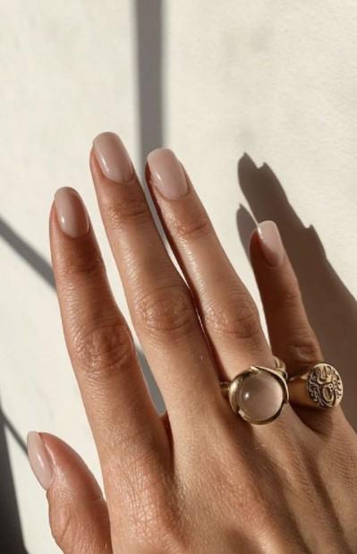 νύχια φυσικό χρώμα φθινοπωρινά μανικιούρ κοντά νύχια