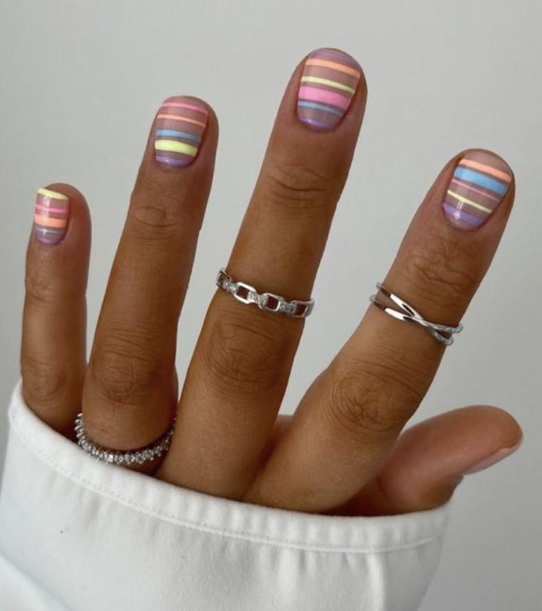 νύχια με σχέδια σε παστέλ τόνους