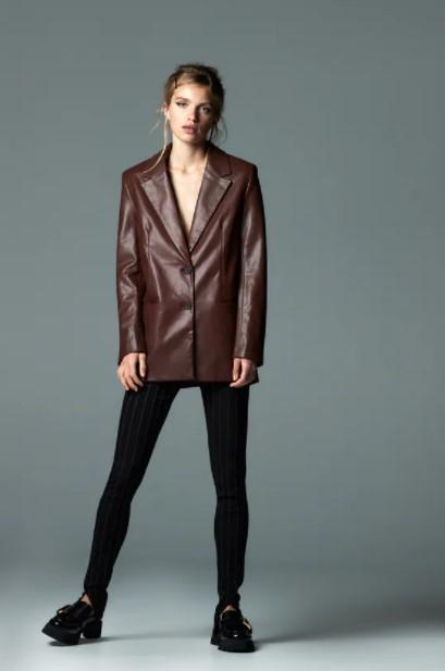 δερμάτινο καφέ σακάκι ρούχα Zara xειμώνα 2021-2022