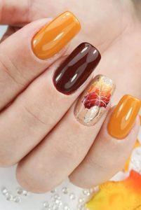 φθινοπωρινό σχέδιο στα νύχια