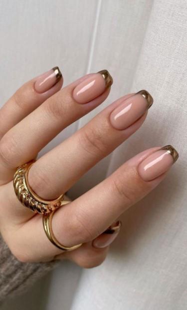 γαλλικό μανικιούρ χρυσές άκρες