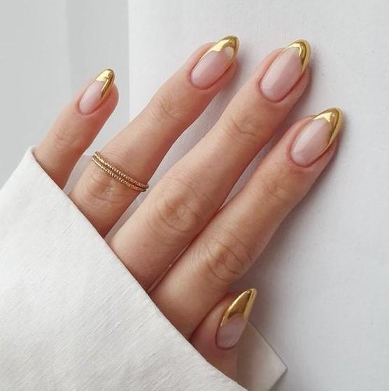 γαλλικό μανικιούρ χρυσό
