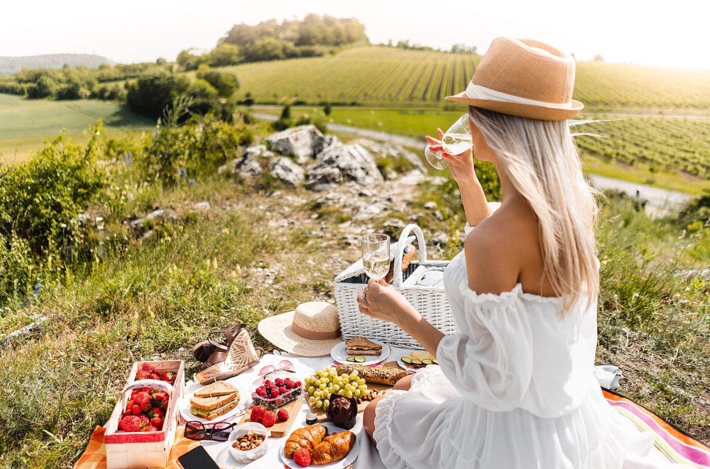 γυναίκα κάνει picnic