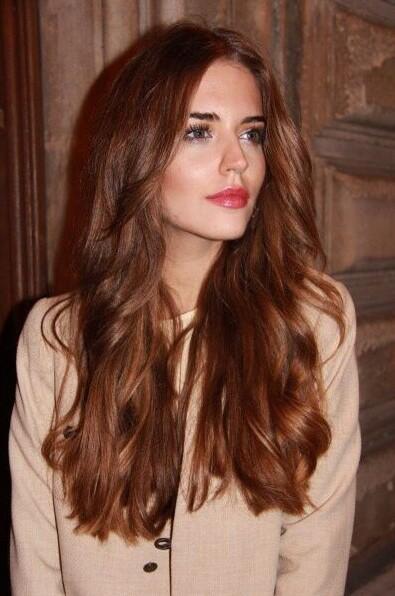 καστανοκόκκινα μακριά μαλλιά