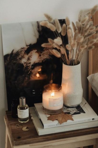 κομοδίνο κερί βάζο φθινοπωρινή διακόσμηση κρεβατοκάμαρας