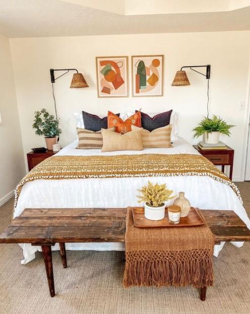 κρεβάτι πολλά μαξιλάρια φθινοπωρινή διακόσμηση κρεβατοκάμαρας