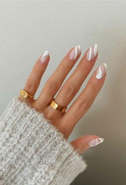 λευκά swirl νύχια νύχια χειμώνα 2022