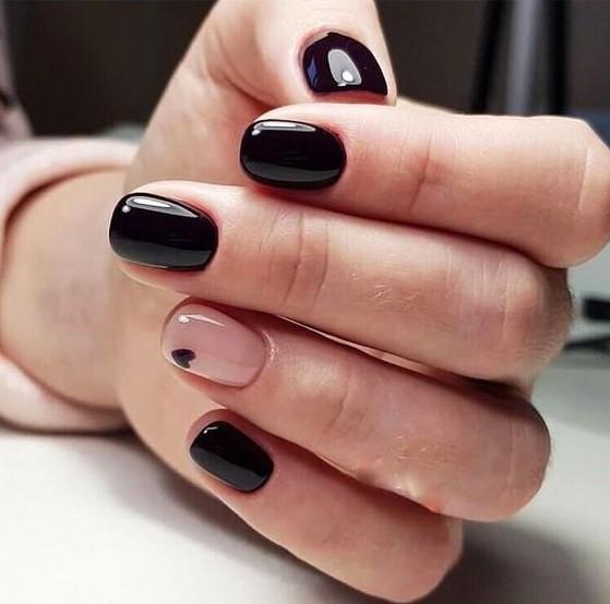 μαύρα μπεζ νύχια