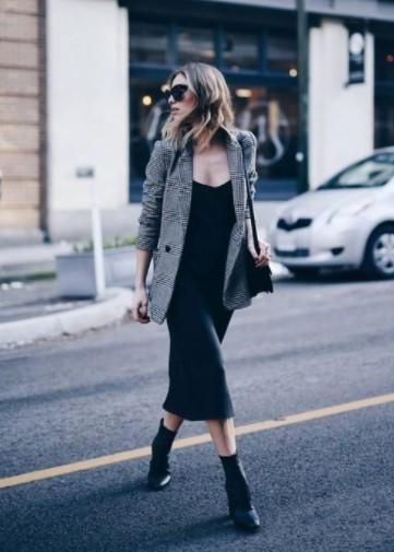 μαύρο φόρεμα γκρι πανωφόρι φορέσεις σακάκι φθινόπωρο