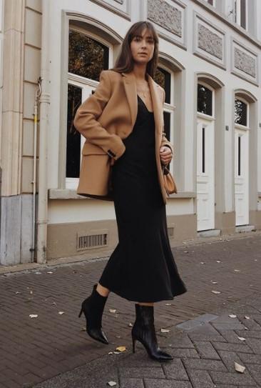 μαύρο slip dress μπεζ σακάκι φορέσεις σακάκι φθινόπωρο