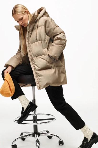 μπεζ πουπουλένιο μπουφάν ρούχα Zara xειμώνα 2021-2022