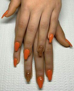 πορτοκαλί νύχια με στρας