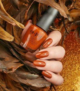 πορτοκαλί χρώμα στα νύχια