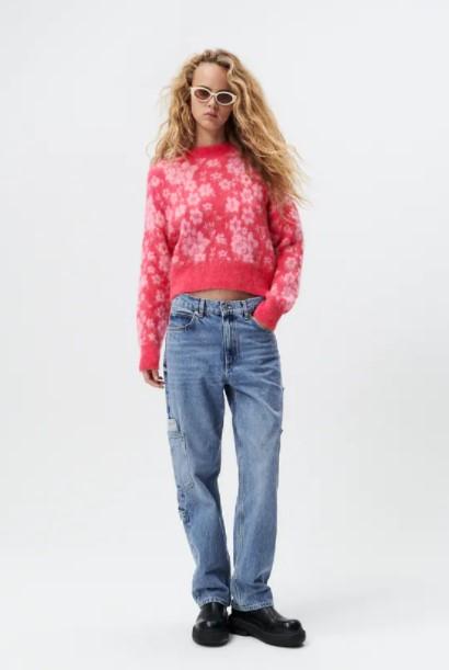 ροζ πουλόβερ λουλούδια