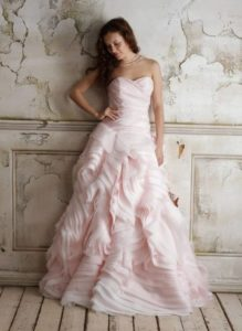 μακρυ νυφικο στραπλες ροζ