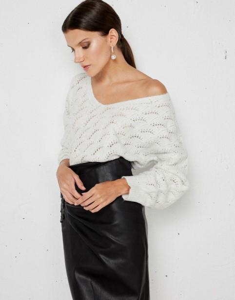 άσπρο πουλόβερ αραιή πλέξη