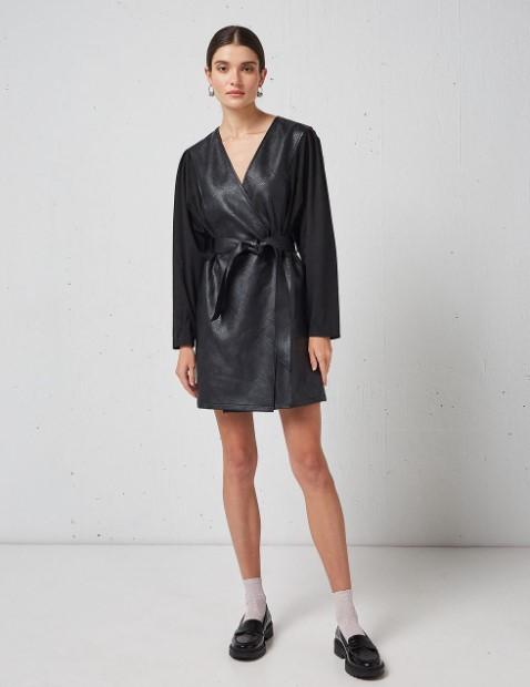 δερμάτινο μαύρο φόρεμα