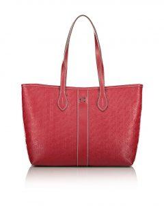 κόκκινη τσάντα ώμου με ανάγλυφο σχέδιο