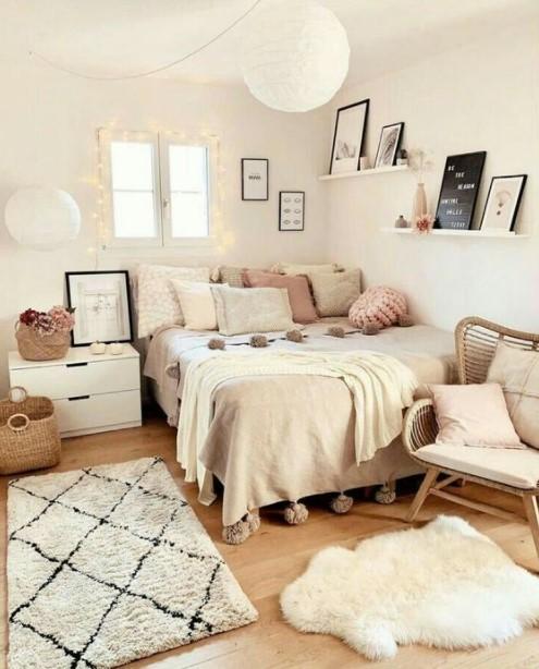 κρεβάτι φωτάκια ράφια διακοσμητικά υπνοδωμάτιο