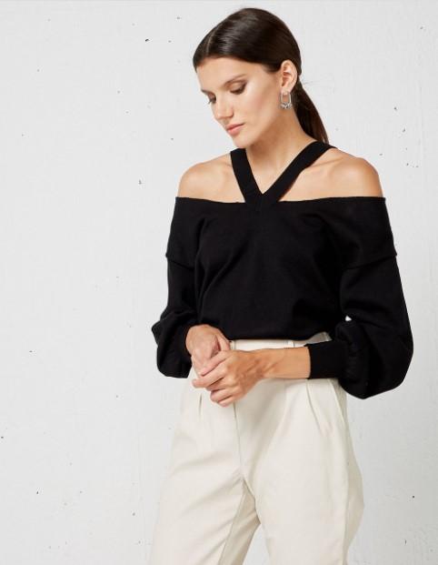 μαύρη μπλούζα έξωμη