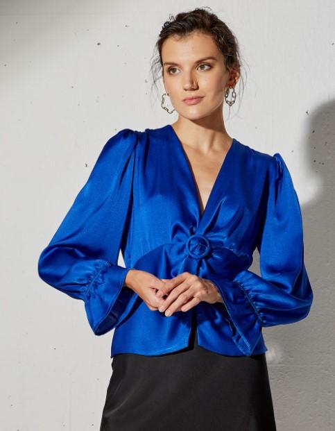 μπλε σατέν μπλούζα